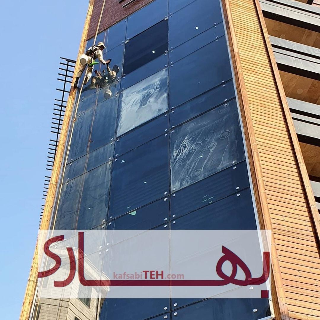 نظافت نما ساختمان بدون داربست و با طناب