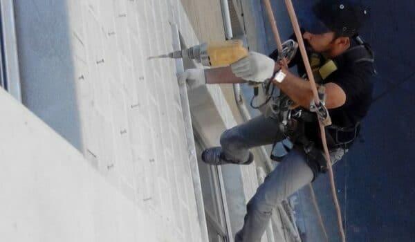 سوراخ کردن سنگ نمای ساختمان